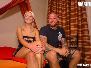 SextapeGermany - Amateur Mature Couple Have A Quick Fuck On Camera
